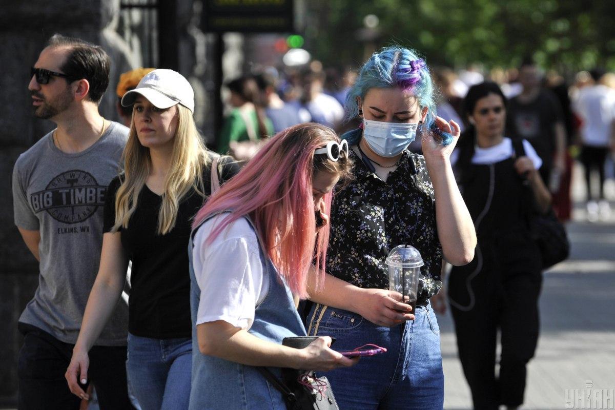 коронавирус: люди в масках
