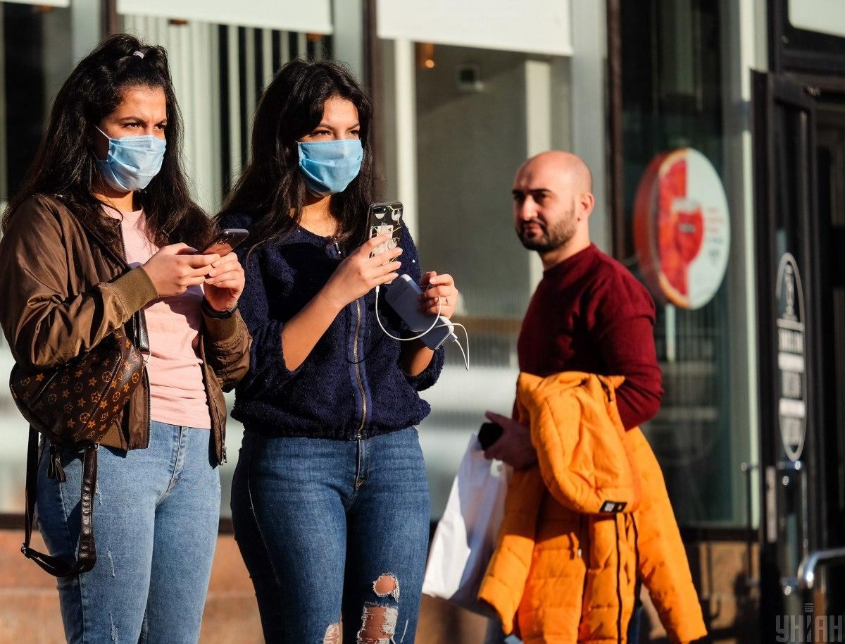 люди в масках коронавирус